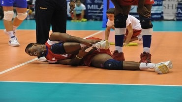 Image for How to Avoid Injury When Playing Volleyball Article
